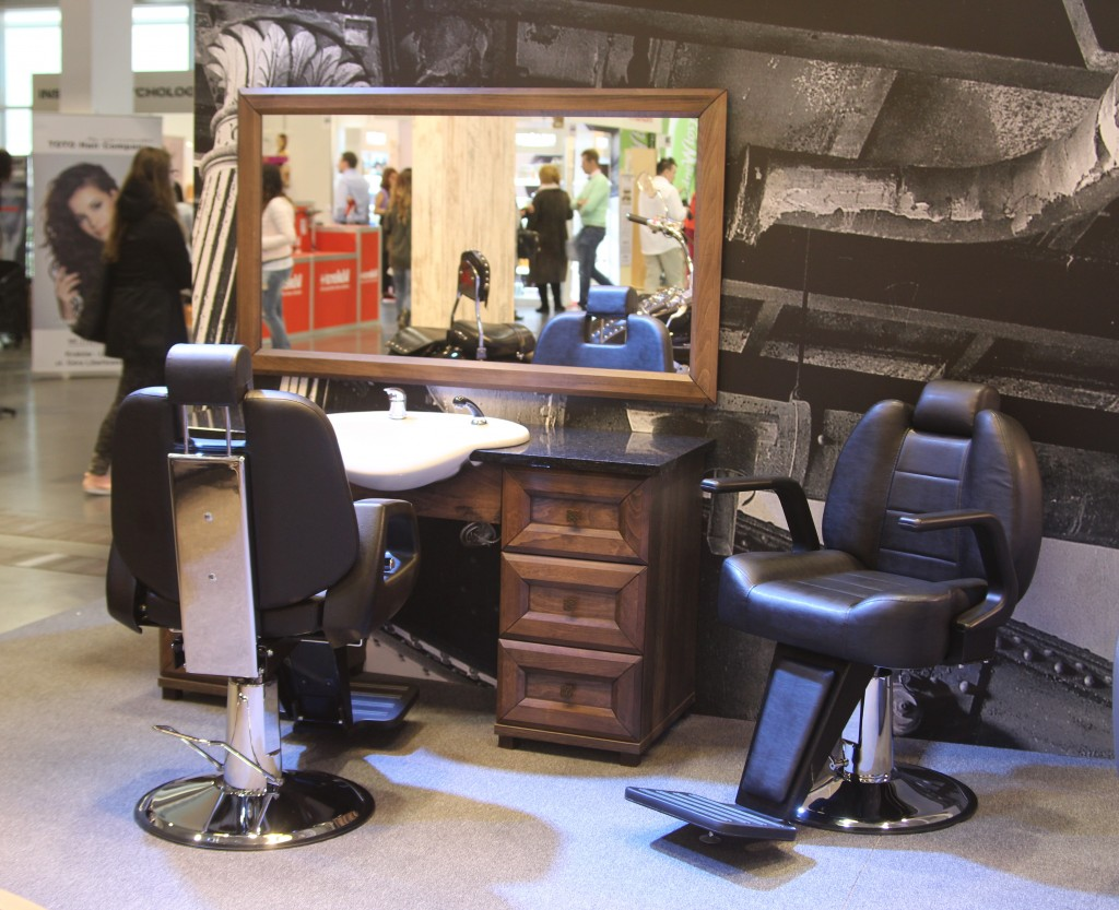 Barber Arbetsplats Royal + Barber CHair Ambasador