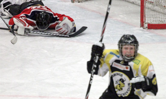 Fighting face Filip Berg efter att han satt 2-1