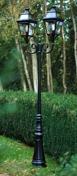 Magnifik gatlykta på dubbel arm - utebelysning för trädgård och park - hos Alegni Interiors