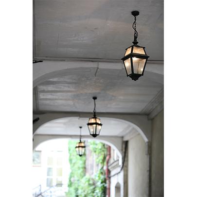 Klassisk utomhusbelysning - Tak - Kollektion Place des Vosges 2 - Modell 1 - hos Alegni Interiors Stockholm