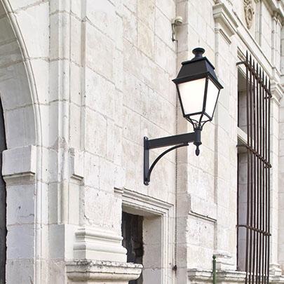 Klassisk utebelysning - Kollektion Avenue 4 - Modell 4, vägg stor - hos  Alegni Interiors Stockholm