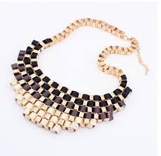 Halsband med guldkedja och band i svart, brunt & cremévitt