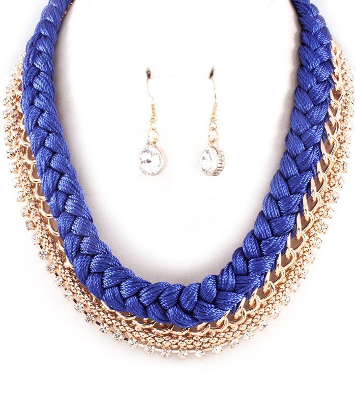 blått halsband