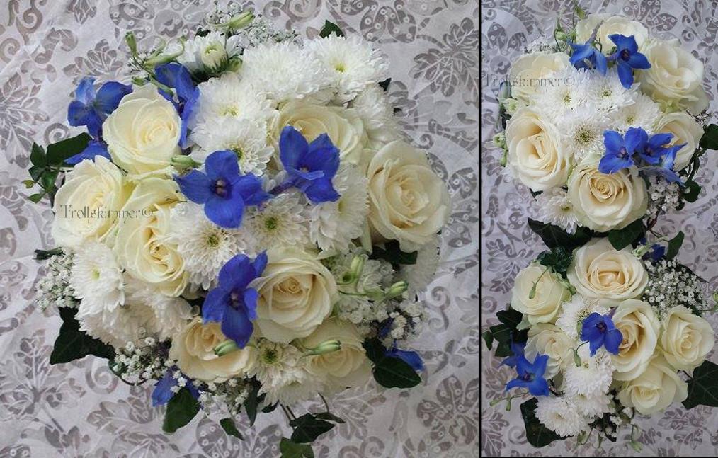 fa9a99aafd6f I buketten är det vita rosor,blå delphinium, brudslöja och vit  chrysanthemum. Pris ca 875 kr. Tärnbukett i hållaare 300 kr/st. Nr 222.