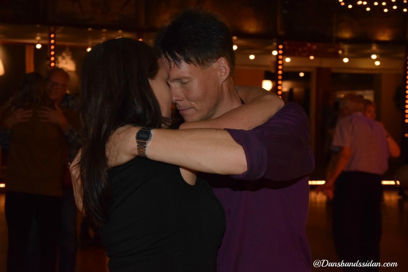 Max dans med stjärnor datingnivåer av dating i Kim Kardashian Hollywood