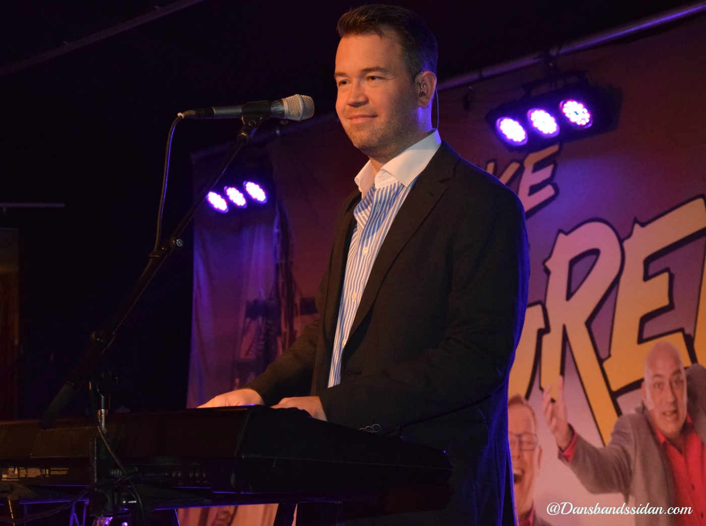 Diverse artister andra sjunger olle ljungstrom