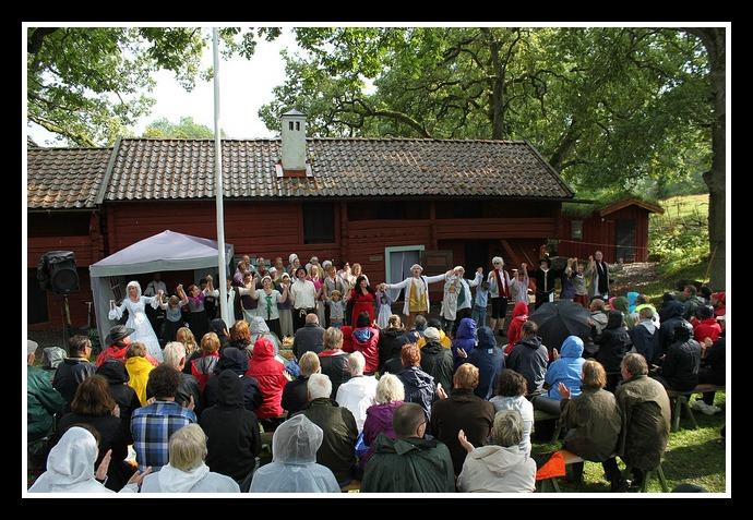 Men vi spelade alla föreställningar ändå i både regn och solsken! Foto: Mats Anderling