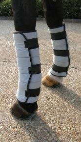 Verwenden Sie einen traditionellen Bandage um die Wraps in Position zu halten