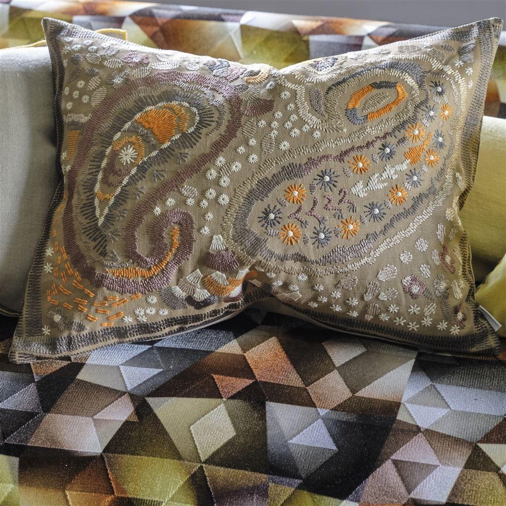 Designers Guild Kudde CCDG0921 Uchiwa Ochre Cushion 60 x 45cm