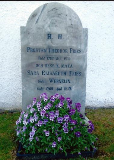 Den restaurerade gravstenen. Foto Gunilla Broberg