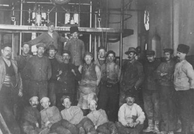 Maskinrummets män 1920. Foto: Gustaf Wilhelm Bolinder. www.omnia.ie