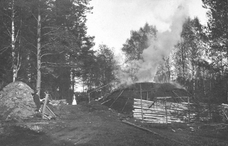 Kolmila och kolarkoja 1912. bygdeband.se