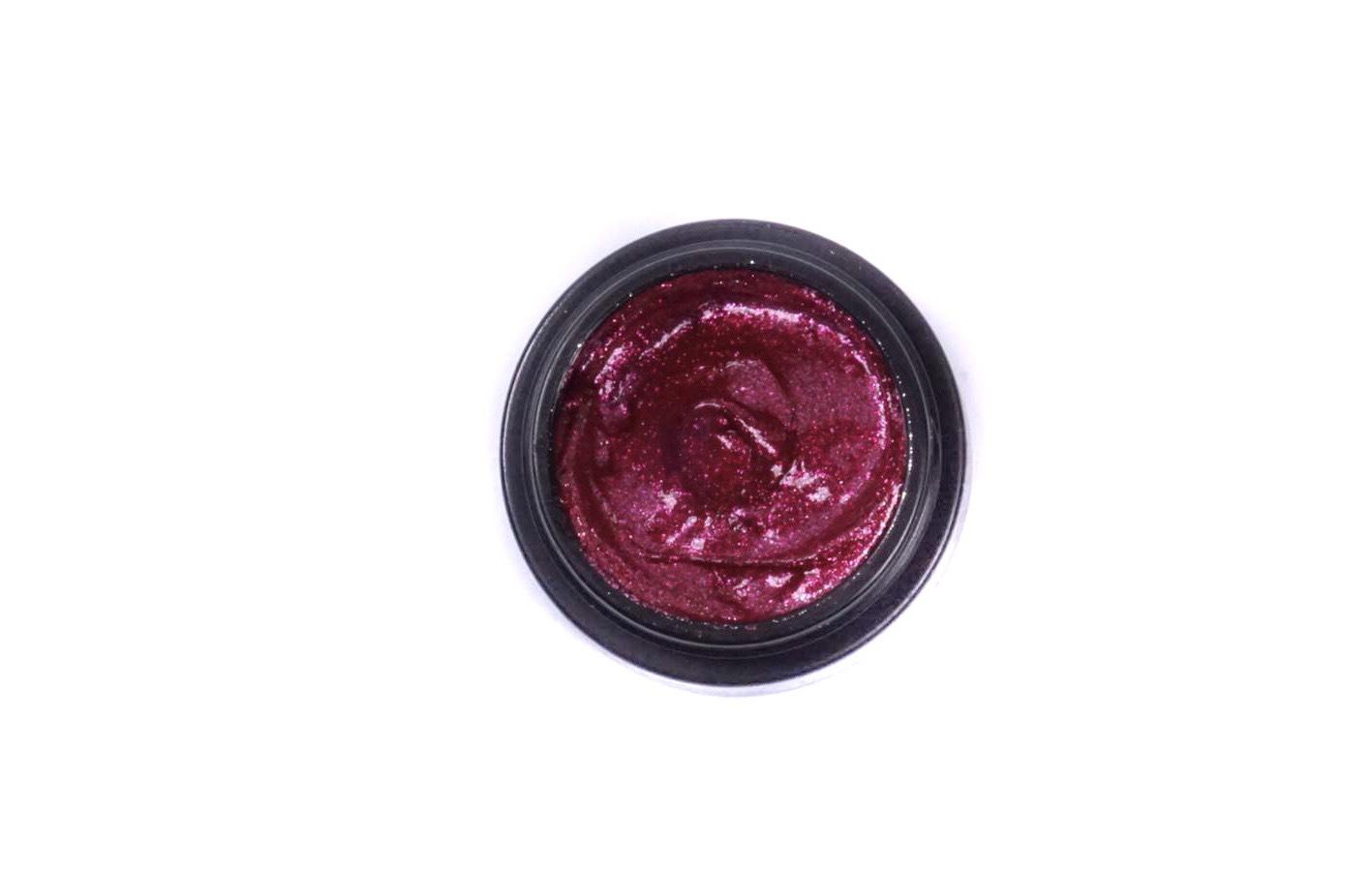 Scarlet glam
