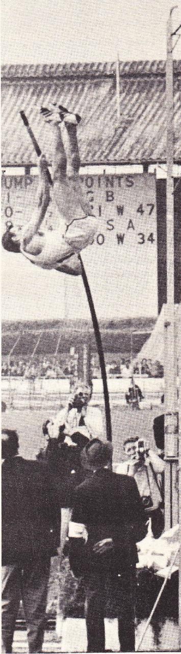 John Pennel i rekordhoppet på 5,20 1963, för övrigt det första världsrekordet i friidrott, som slagits i Florida.