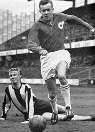 """Lars Heineman, Degerfors, slog igenom 1963 som 20-åring, vann skytteligan (tillsammans med Bosse Larsson, MFF) på 17 mål och debuterade under 1963 i både U-, B- och A-landslaget! Blev ettårsfall när han värvades till Elfsborg, men spelade 1965-67 för boråsarna (51 m, 28 mål) innan han """"försvann"""" från Allsvenskan  för att söka lyckan som proffs i USA 1968 (Detroit Cougars och Washington Whips)."""