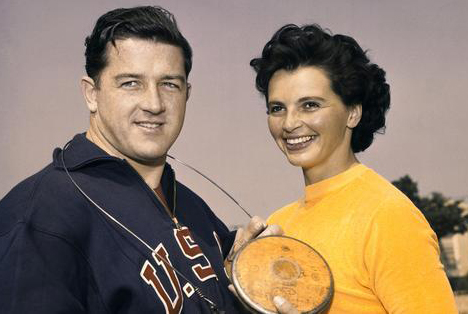 Han från väst och hon från öst - till slut fick de ändå varann. Han, guldmedaljör i slägga 1956 i Melbourne, Harald Connolly. Hon, Olga Fikotova, guldmedaljör i diskus samma olympiad.