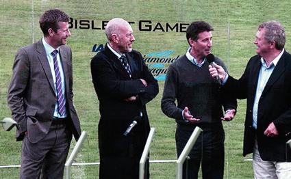 De tre musketörerna var gäster vid årets Bislettgala, från vänster Steve Cram, Steve Ovett och vid intervjumikrofonen Sebastian Coe.