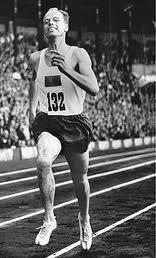 Dan Waern, som fortfarande, efter 54 år, har det svenska rekordet på 1000 m. Fenomenalt - av Waern - men kanske ett svaghetsbevis för dagens löpare.