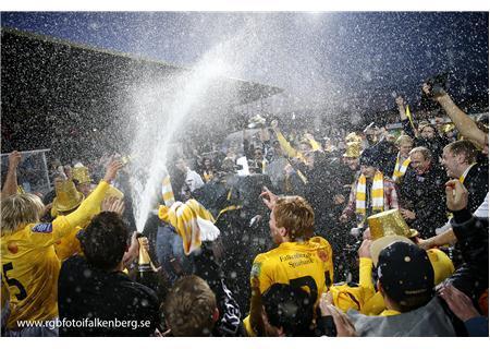FFF firar fotbollsframgången. Fixar FFF fotbollsallsvenskan förutan flyktade favorittränaren?