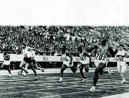 Bob Hayes vinner 100 m från innerbanan