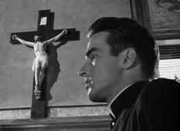 Fader Logan (Montgomery Clift) slåss mot sitt inre