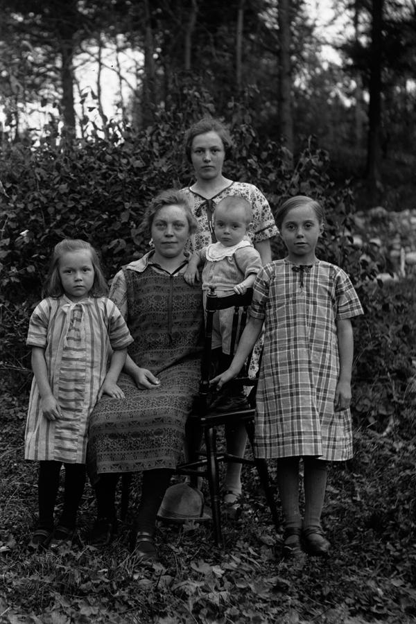 Magnhild, Agnes, Signe, Ivar, Jennie.