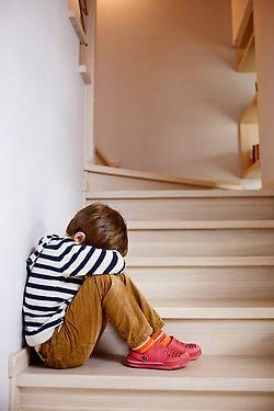 Förra året väcktes totalt 80 åtal i Skaraborg mot förövare som misstänktes för grov kvinnofridskränkning samt misshandel mot närstående kvinnor inomhus. Många av brottsoffren har barn