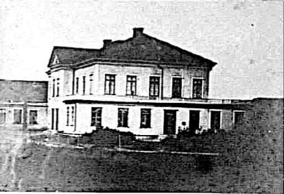 Före detta Herrgårdsbyggnad, nedplockad och uppbyggd som Sköfde Hotell 1862. (Skövde Stadsmuseum Nr 102313)